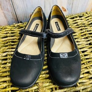 NWOT THOM MCAN Leather Mary Jane Flats
